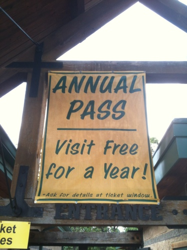 "Photo of a sign at the zoo that says ""Annual Pass"" and ""Visit Free For A Year!"""